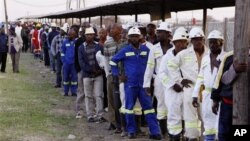 Mineiros da mina de Marikana regressarao ao trabalho