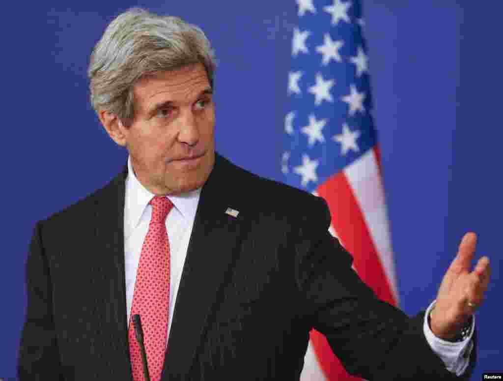 پس از پايان مذاکرات با نخست وزير بلغارستان، بويکو بوريسف، وزير امورخارجه ايالات متحده آمريکا، جان کری،در کنفرانس خبریروز پنجشنبه ۲۵ ديماه ۱۳۹۳ (۱۵ ژانويه ۲۰۱۵) در صوفيه شرکت کرد و به پرسشهای خبرنگاران پاسخ گفت.