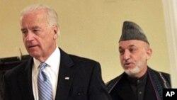 美國副總統拜登和阿富汗總統卡爾扎伊