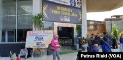 Suasana di bagian depan gedung Kampus Institut Teknologi dan Bisnis ASIA, Malang