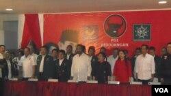 PDI Perjuangan bersama Partai Kebangkitan Bangsa (PKB) dan Partai Nasional Demokrat (NasDem) mendeklarasikan dukungan kepada Joko Widodo di Kantor DPP PDI Perjuangan, Jakarta, 14 Mei 2014 (Foto: VOA/Andylala)