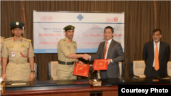 A signing ceremony at Dubai Police General Headquarters. From left to right: Brigadier Khalid Nasser Al Razooqi, Major General Abdullah Khalifa Al Marri, OTSAW CEO Ling and Dubai Regional Director of IE Singapore, Nael Islam. (Dubai Police Communications