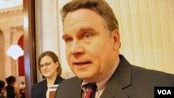 美國眾議院人權小組委員會主席和美國國會及行政當局中國委員會的共同主席克里斯•史密斯眾議員資料照片(美國之音)