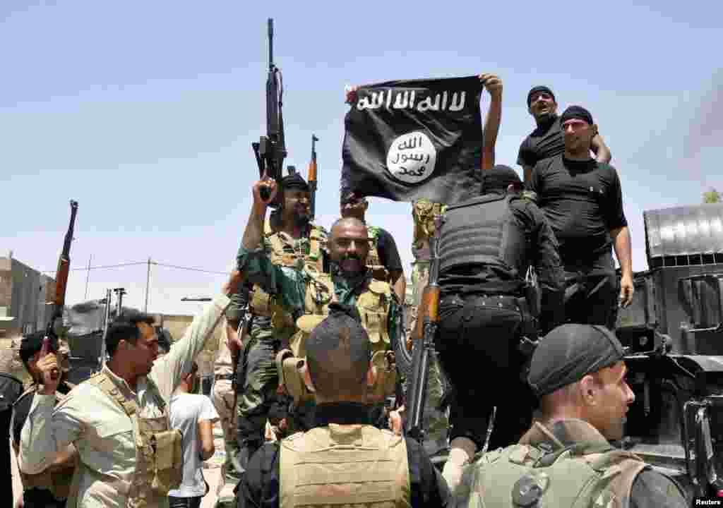 سنی شدت پسندوں نے شمالی عراق اور شام میں اپنے زیر قبضہ علاقوں کو 'اسلامک اسٹیٹ' کا نام دے کر وہاں 'خلافت' کے قیام کا اعلان کر رکھا ہے۔