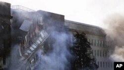 """O Pentágono depois do impacto do avião da """"American Airlines"""", voo 77, às 9.45 da manhã de 11 de Setembro 2001"""