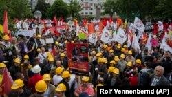 Recep Tayyip Erdoğan'ın Başbakan olarak geçen Mayıs'ta ziyaret ettiği Köln'de protesto gösterisi düzenleyen Türkiye Alevileri