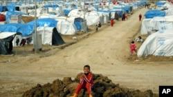 库尔德族叙利亚难民在伊拉克北部的难民营里(资料照片)