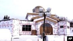 Ο ιερός ναός του Σωτήρος κατά την ανέγερση του στην Αλάσκα