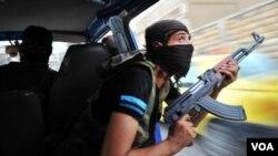 Seorang tentara pemberontak di Aleppo, Suriah (foto: dok).