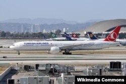 Türbülansa yakalanan THY'ye ait Boeing 777 uçağında 300 yolcu ve mürettebat bulunuyordu.