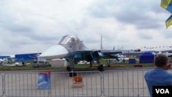 2013年8月莫斯科航展上的蘇-34戰機。 (美國之音白樺拍攝)