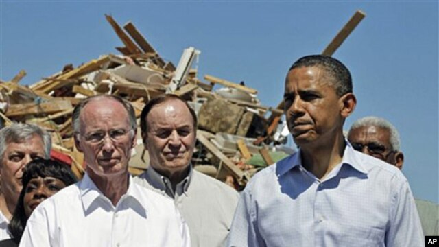 President Barack Obama stands with Alabama Gov. Robert Bentley (l), Sen. Richard Shelby and others, as they toured tornado damage in Tuscaloosa, Alabama, April 29, 2011