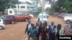Marry Chiwenga à entrada do tribunal