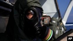 Suriye'nin kimyasal silahları, özel donanımlı askeri personelin görev yaptığı gemilerde ülke dışına taşınıyor