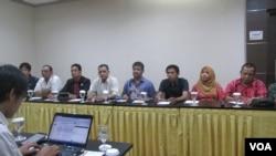 Konfederasi Serikat Pekerja Indonesia menerangkan rencana aksi buruh dalam peringatan 1 Mei 2016 (29/4). (VOA/Andylala Waluyo)