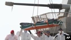 意大利軍艦運上一名移民屍體