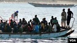 Ispaniyaga dengiz orqali kelayotgan migrantlar
