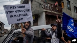 Supporters of separatist People's Political Party (PPP) leader Hilal Ahmad War, hold banners and shout slogans during a protest in Srinagar, Indian-controlled Kashmir, May 19, 2018.
