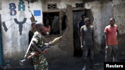 Un soldat patrouillant à Bujumbura, au Burundi (Reuters)