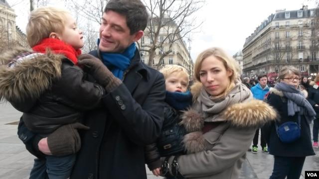 Antoine Karegis and family, Place de la Republique, January 10, 2016. (Lisa Bryant/VOA)