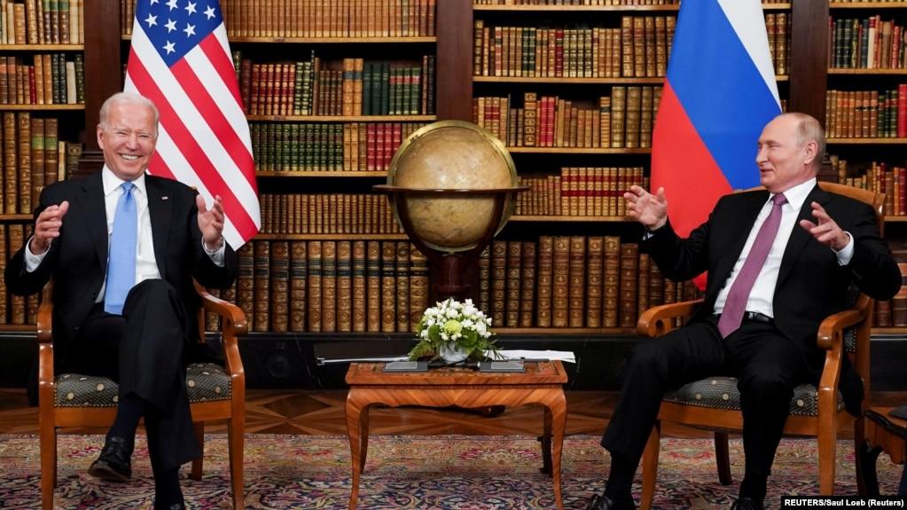 အေမရိကန္-ရုရွ ထိပ္သီးေဆြးေႏြးပြဲမွာ ေတြ ့ရတဲ့ သမၼတ ဘိုင္ဒန္နဲ ့သမၼတ ပူတင္ ( ဓာတ္ပံု - Reuters)
