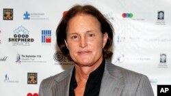 Bruce Jenner se encuentra en camino a un cambio de género, así lo confirmó su madre Esther de 88 años, qiuen decidió acabar con los rumores y afirmar la decisión de su hijo.