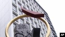 香港大會堂婚姻登記處外的雕塑