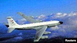 Pesawat pengintai Amerika, RC-135U (foto: dok).