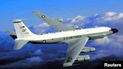Pesawat pengintai Angkatan Udara Amerika jenis RC-135 (foto: dok).