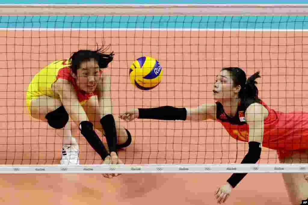عکس هایی از المپیک ریو: بازیکنان والیبال چین در مقابل آمریکا.