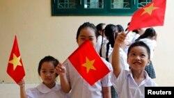 Các em học sinh trong ngày khai giảng năm học mới. (Ảnh tư liệu)
