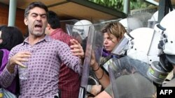 Policia greke hap Akropolisin e bllokuar nga protestuesit