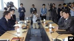 지난 15일 남북한 당국 대표들이 개성공단 정상화 문제를 논의하기 위한 제3차 실무회담을 개최했지만, 합의에 이르지 못했다.