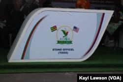 Logo du 16e forum de l'Agoa à Lomé, Togo, 8 août 2017 2017. (VOA/Kayi Lawson)