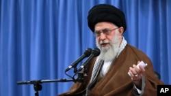 آیت الله علی خامنه ای گفته است که اگر تعزیرات اقتصاد امریکا برای ده سال دیگر تمدید گردد، تهران در پی تلافی جویان بزند