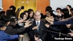 Trợ lý Ngoại trưởng Mỹ Daniel Russel trả lời câu hỏi của các nhà báo ở Seoul, Hàn Quốc
