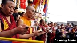 藏人纪念死去的次旺多杰(西藏之友提供)