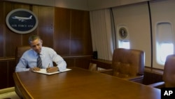 President Barack Obama signs executive order streamlining export and import process for American businesses, Feb. 19, 2014.