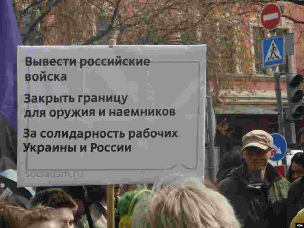 Уверениям официальной российской пропаганды о том, что в Украине нет российских войск, верят далеко не все