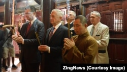 U.S. Defense Secretary Jim Mattis visits Tran Quoc Temple in Ha Noi on January 25, 2018. (Photo courtesy of ZingNews)