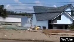 19 căn nhà đã bị đổ xuống sông hôm 22/4, theo AGTV.