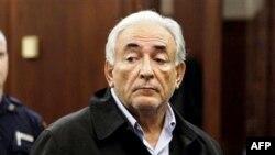Ông Dominique Strauss-Kahn đã bị truy tố về tội tấn công tình dục đối với một nữ hầu phòng.