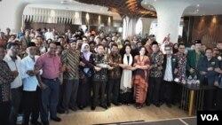 Peserta diskusi Menggali Akar Radikalisme dan Intoleransi di Indonesia dari berbagai elemen masyarakat lintas agama. (Foto: Petrus Riski/VOA)