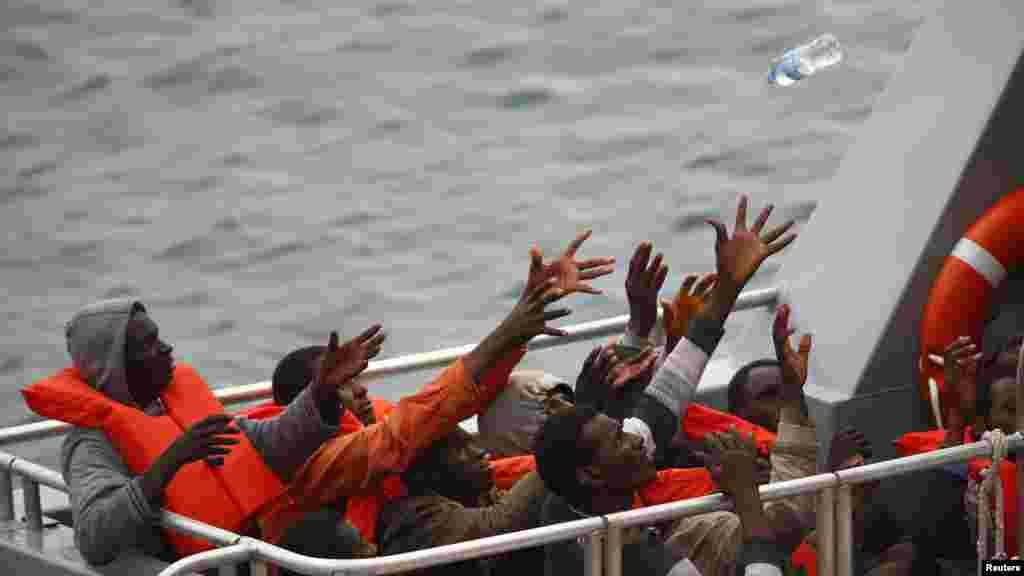 Malta - dengizdan bedarak ketgan migrantlar qutqarildi