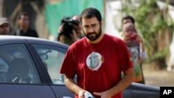 Aktivis Mesir, Alaa Abdel-Fattah (Foto: dok). Alaa Abdel-Fattah, yang sebelumnya dihukum 15 tahun penjara karena ikut serta dalam protes tanpa izin pemerintah dan dituduh menyerang polisi, divonis lima tahun oleh pengadilan Mesir, Senin (23/2).