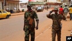 Tentara pemberontak pendukung Seleka melakukan patroli di Bangui, Afrika Tengah (foto: dok).