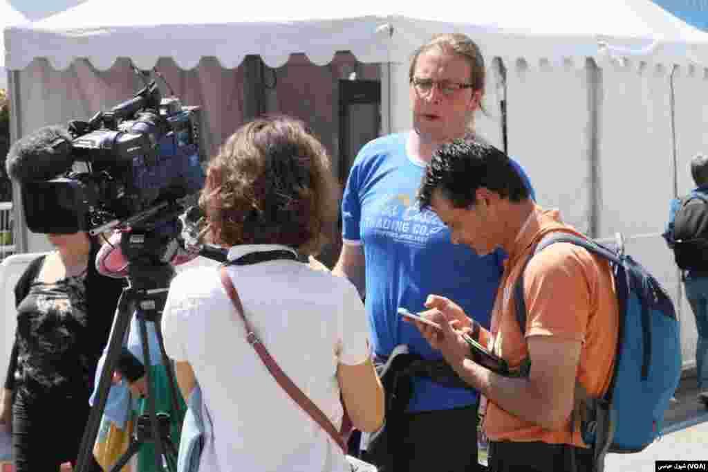 حاشیه جشنواره فیلم کن؛ در انتظار اعلام برندگان.