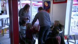 """Ресторани у Вашингтоні годують """"безробітніх"""" урядових працівників. Відео"""