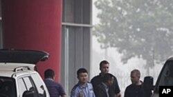 賴昌星去年7月被遣返中國抵達北京加中警方交談