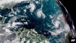 Cette image satellite améliorée mise à disposition par la NOAA montre la tempête tropicale Florence, au centre, dans l'océan Atlantique, le 8 septembre 2018.